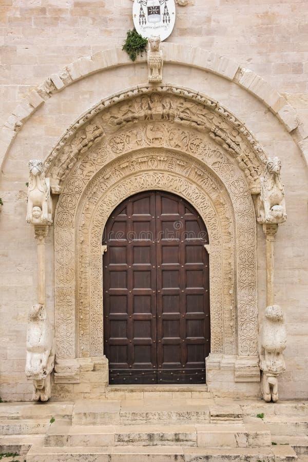eingang Kathedrale Ruvo-Di Puglia Apulien Italien lizenzfreies stockbild
