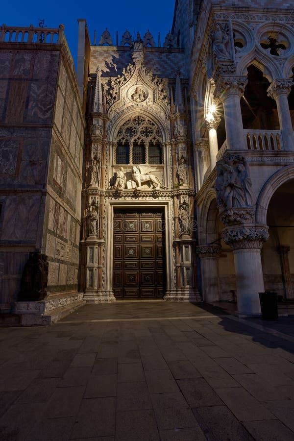 Eingang Porta-della Carta-Palast Palazzo Ducale San Marco, Venedig, Venezia, Italien, Italien lizenzfreies stockfoto