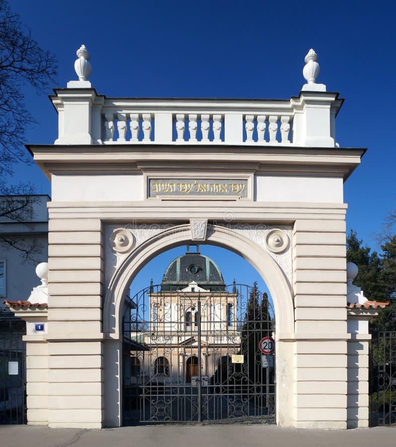 Eingang und Zeremoniell Hall des neuen jüdischen Kirchhofs in Prag, Tschechische Republik lizenzfreies stockfoto
