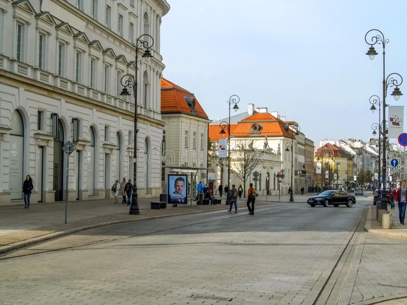 Eingang vom Krakowskie Przedmiescie zur alten Stadt von Warschau stockfotografie