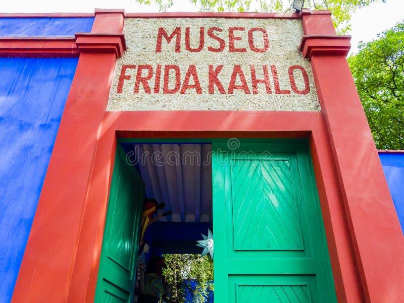 Eingang von Frida Kahlo Museum, CoyoacÃ-¡ n Stadt, Mexiko City stockbilder