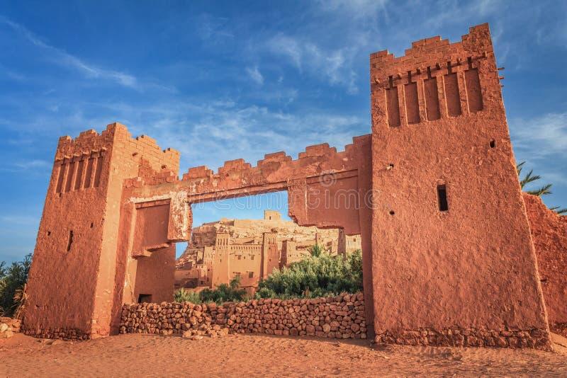 Eingang von ksar Ait Benhaddou, Ouarzazate Alte Lehmstadt in Marokko stockfotos