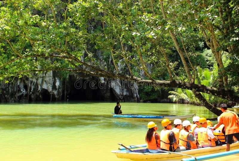 Eingang von unterirdischem Untertagefluß Puerto Princesa Palawan stockbild