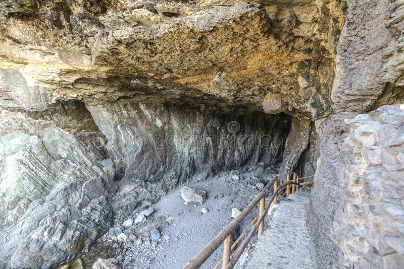 Eingang zu berühmter Caleta-negra Höhle auf Fuerteventura lizenzfreie stockfotos