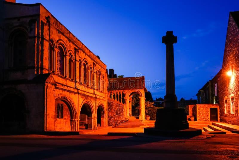 Eingang zu Canterbury-Kathedrale bis zum Nacht, Canterbury, Kent, Großbritannien lizenzfreies stockbild