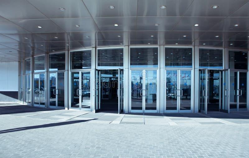 Eingang zu einem modernen Büro lizenzfreies stockbild