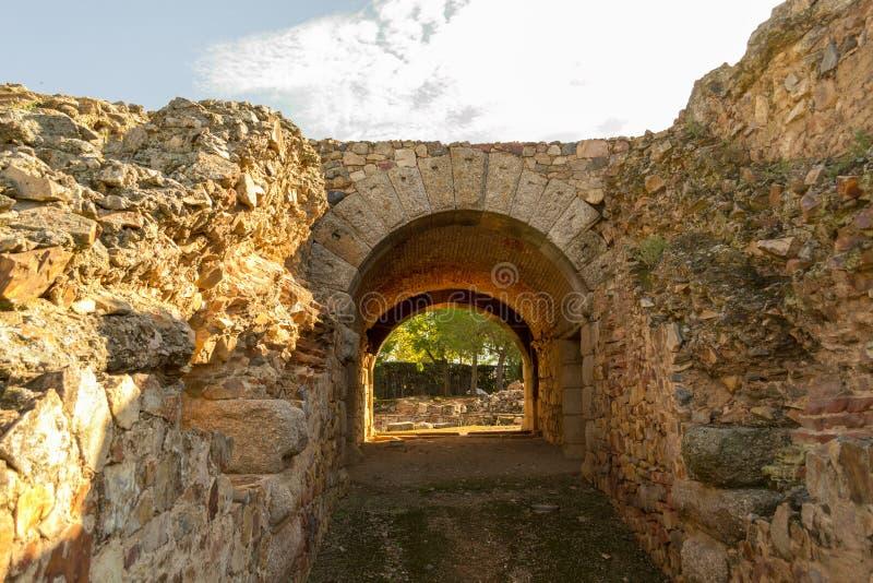 Eingang zu einem römischen Kolosseum in Mérida (Spanien stockbilder