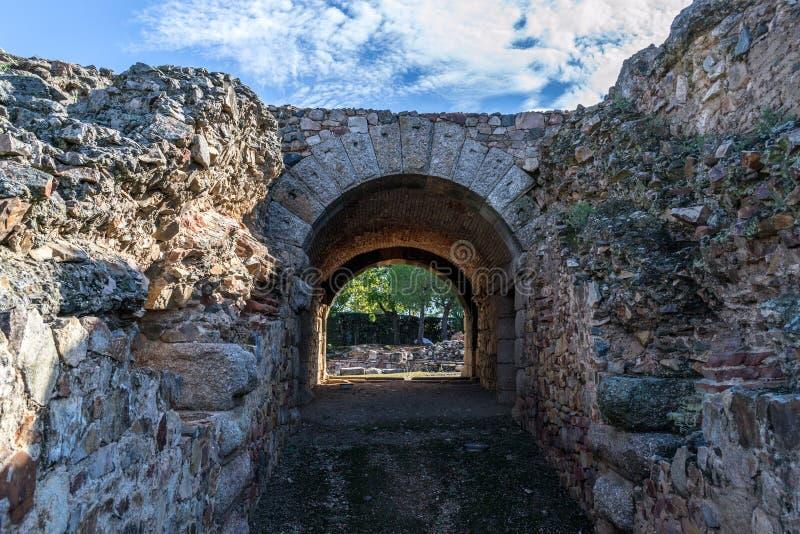 Eingang zu einem römischen Kolosseum in Mérida (Spanien lizenzfreies stockbild
