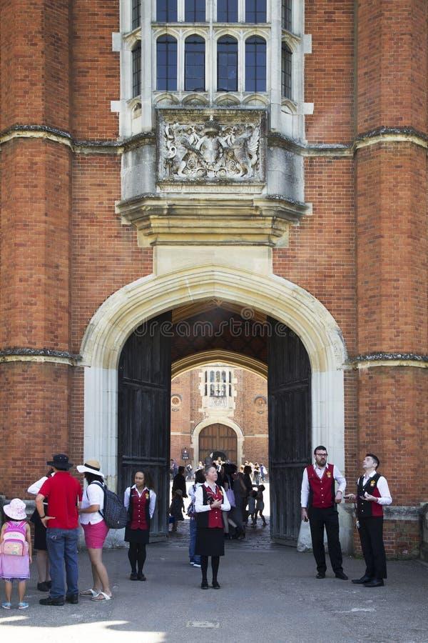 Eingang zu Hampton Court Palace, der ursprünglich für hauptsächlichen Thomas Wolsey 1515 errichtet wurde, später stockbild