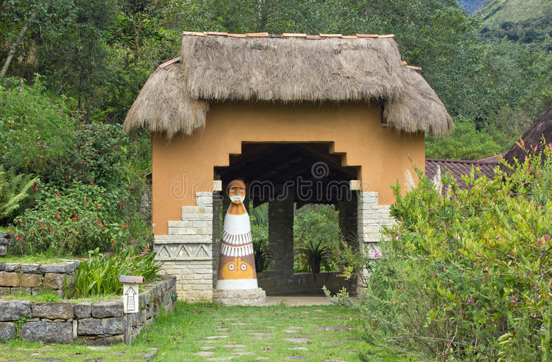 Eingang zu Leimebamba-Museum, Peru lizenzfreie stockbilder