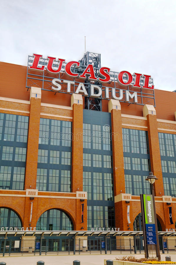 Eingang zu Lucas Oil Stadium in Indianapolis stockfotos