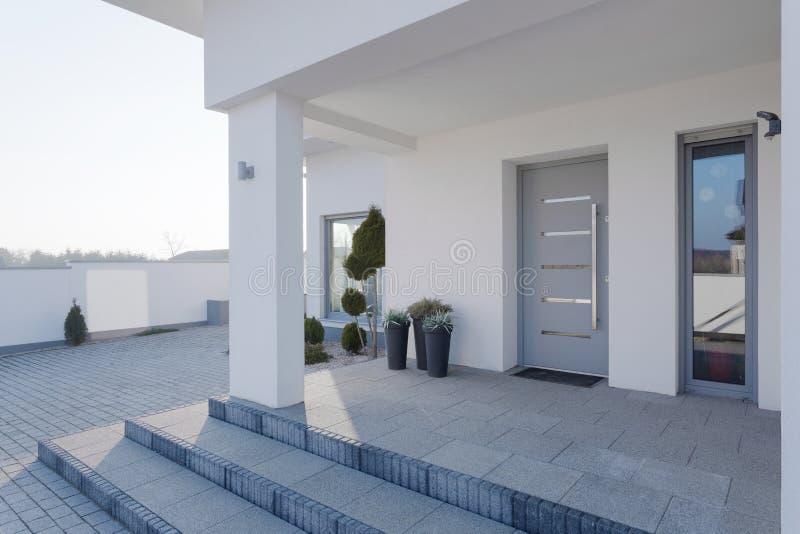 Eingang zum Haus lizenzfreie stockbilder