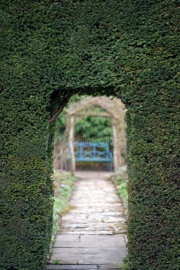 Eingang zum Labyrinth durch Hecke stockfoto
