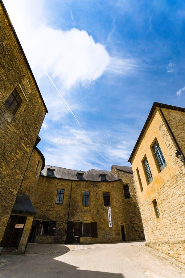Eingang zur Galerie in Chateau de Sedan lizenzfreie stockfotos