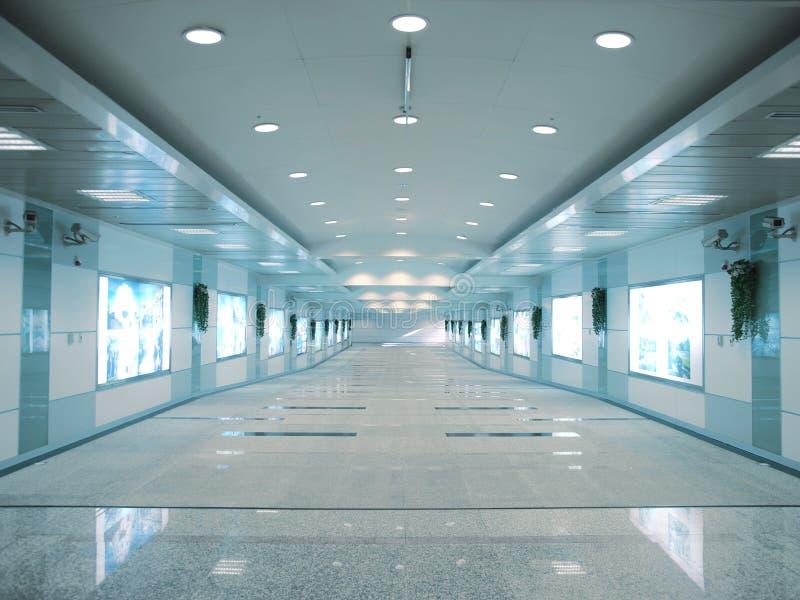 Download Eingang zur U-Bahnstation stockbild. Bild von lampe, hallway - 12200237