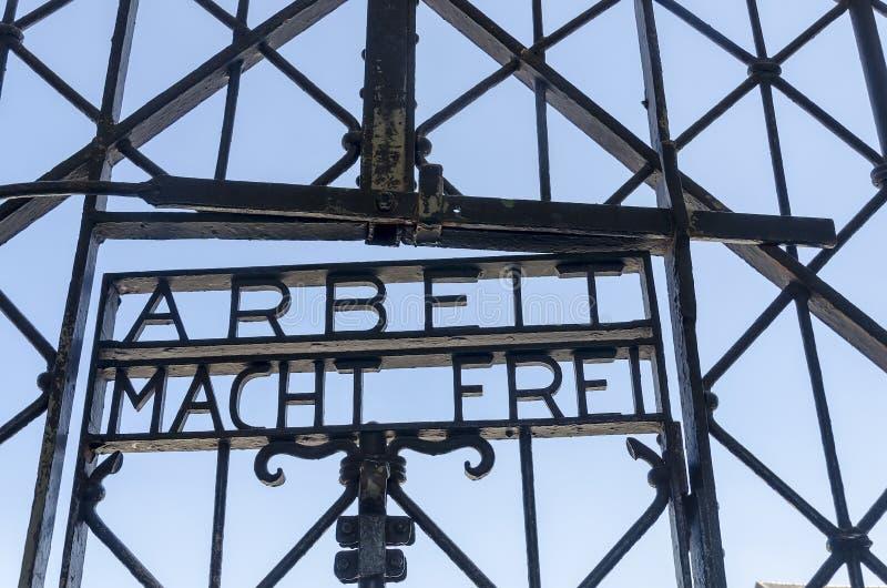 Eingangs-Tor bei Dachau lizenzfreie stockfotos