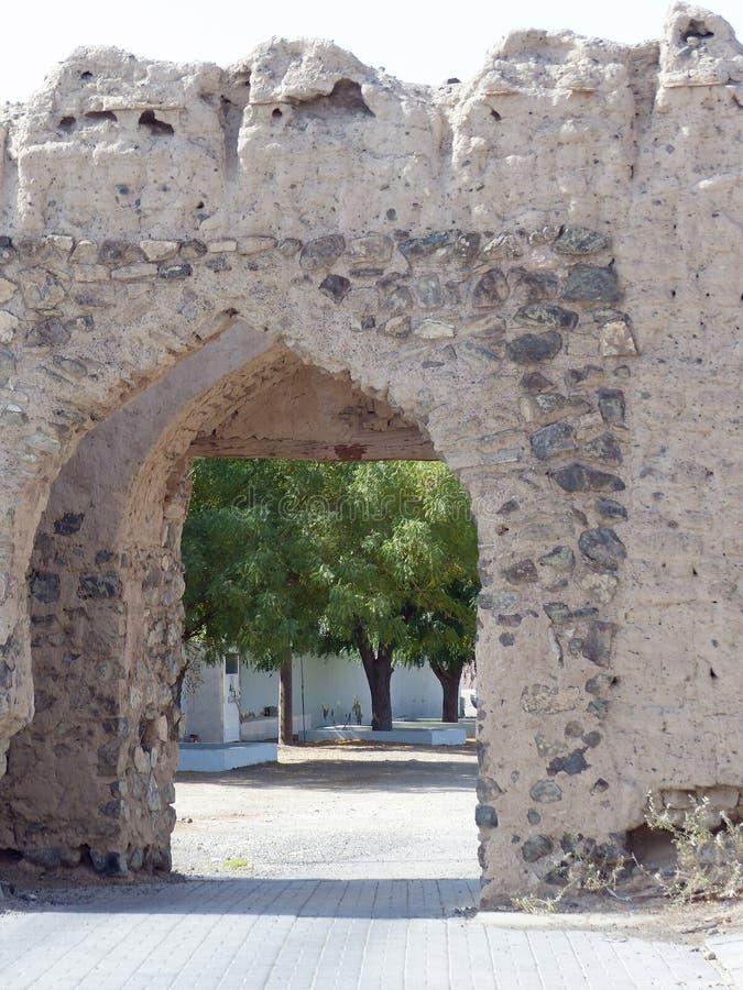 Eingangstor zu Al Minzafah, Oman lizenzfreies stockfoto