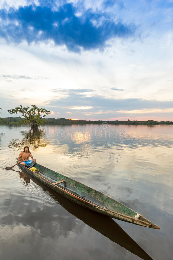Eingeborene Cuyabeno Ecuador stockfotos