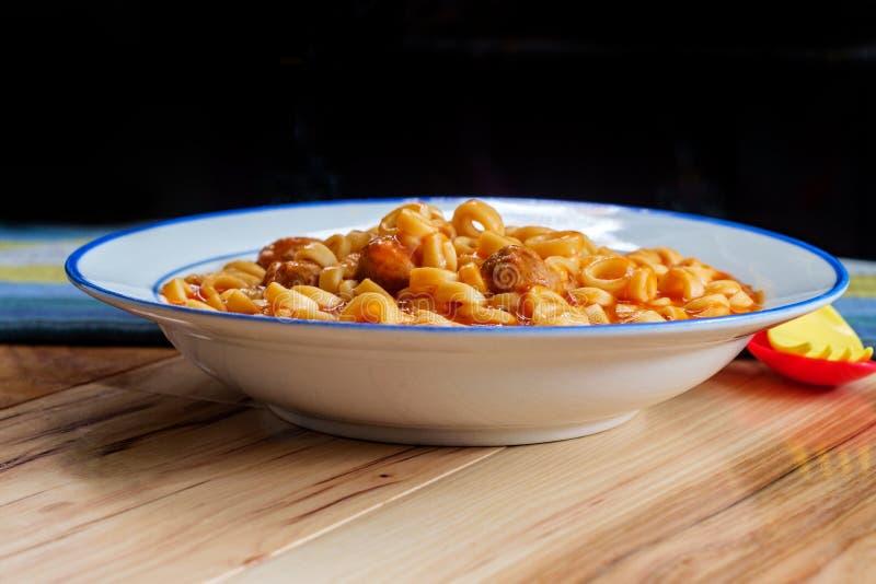 Eingemachte Spaghettis schellen Fleischklöschen stockfoto