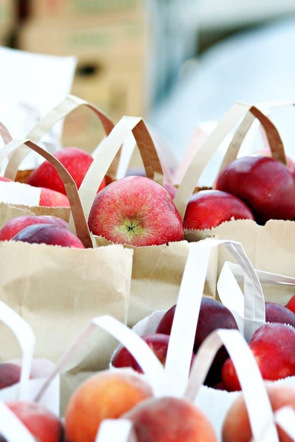 Eingesackte Äpfel stockbild