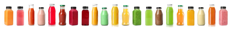 Eingestellt mit Flaschen verschiedenen Säften stockbilder