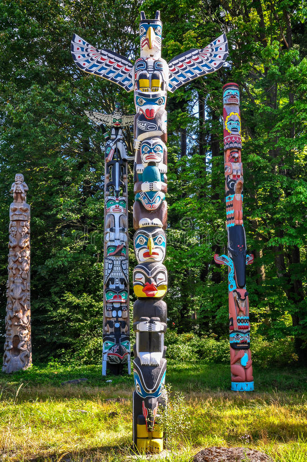 Einheimische Totempfähle bei Stanley Park, Vancouver stockfotos