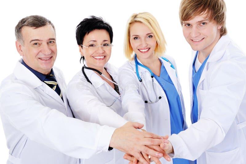 Einheit von vier glücklichen erfolgreichen Doktoren stockfotografie
