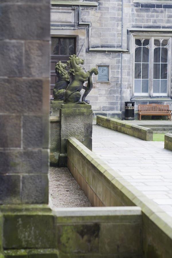 Einhorn und Löwe, die Aberdeen-Universität schützen stockbild
