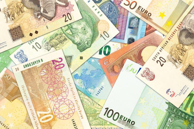Einige Banknoten des südafrikanischen Rands und Eurobanknoten, die Handelsbeziehungen anzeigen lizenzfreie stockfotografie