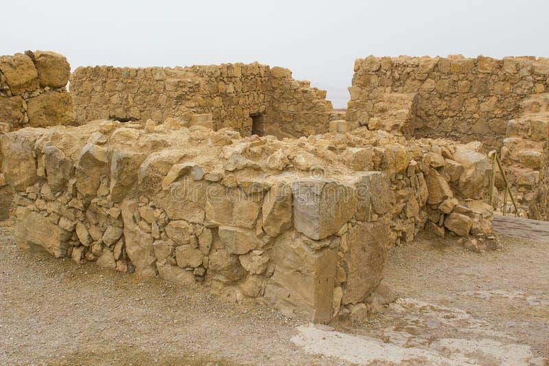 Einige der wieder aufgebauten Ruinen der alten jüdischen clifftop Festung von Masada in Süd-Israel Alles unter dem markierten stockbilder