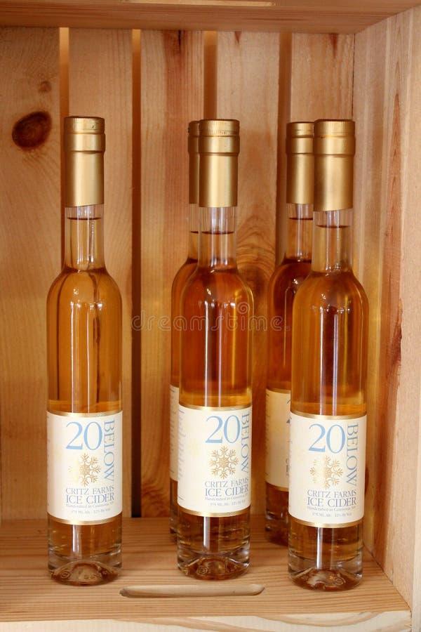 Einige Flaschen von award-winning20 unter hartem Apfelwein, Critz-Bauernhöfe, Cazenovia, NY, 2018 stockbild