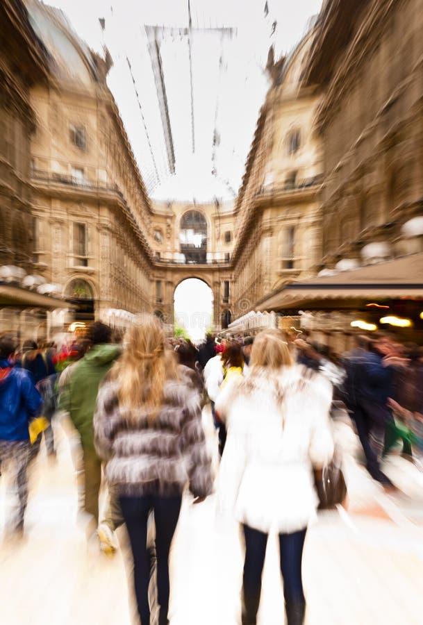 Einkauf in Mailand stockfotos
