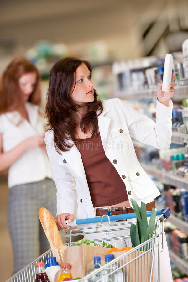 Einkaufenserie - junge Frau lizenzfreie stockfotografie