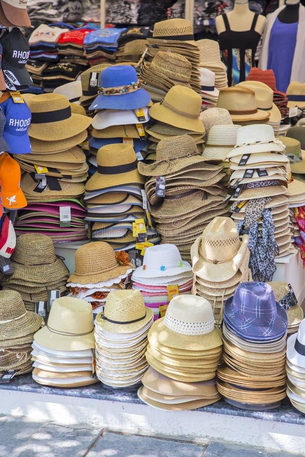 Einkaufssäulengangstadt, die Hüte verkauft stockfotografie
