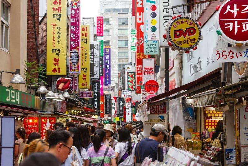 Einkaufsstraße in Seoul, Südkorea stockbilder