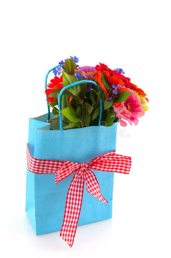 Einkaufstasche mit Blumen lizenzfreie stockfotografie