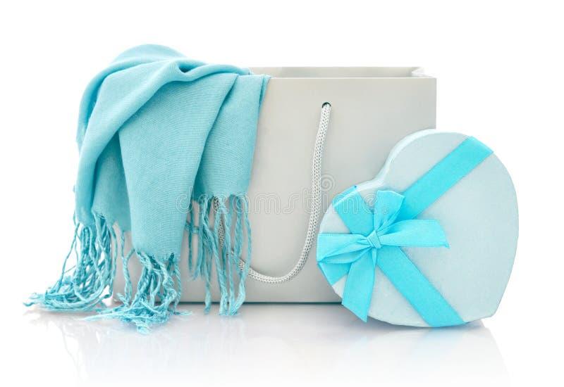 Einkaufstasche Mit Geschenkbox Lizenzfreies Stockbild