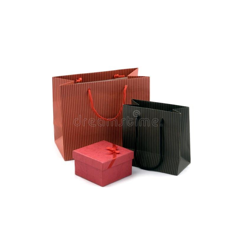 Einkaufstasche und Geschenkkasten lizenzfreie stockfotos