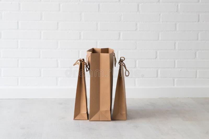 Einkaufstaschen gruppiert stockfotos