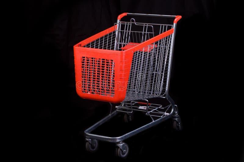 Einkaufswagen auf schwarzem Hintergrund stockbild
