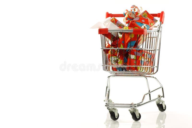 Einkaufswagen withSinterklaaspresents lizenzfreie stockbilder