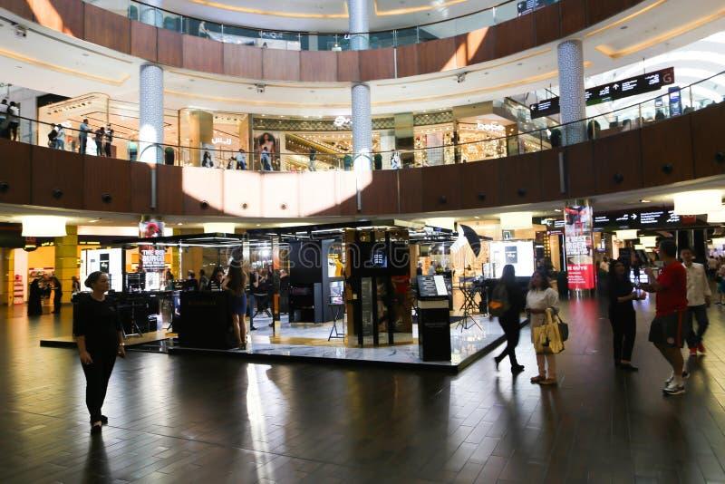 what time dubai mall opens