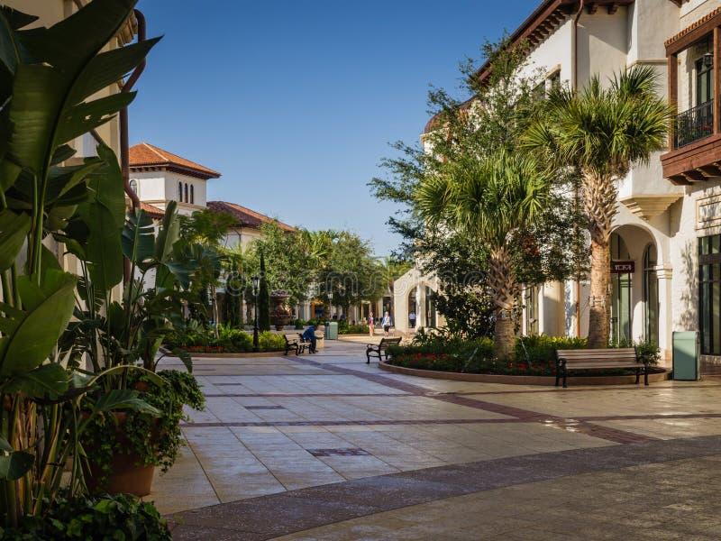Einkaufszentrum-früher Morgenspaziergang stockbild