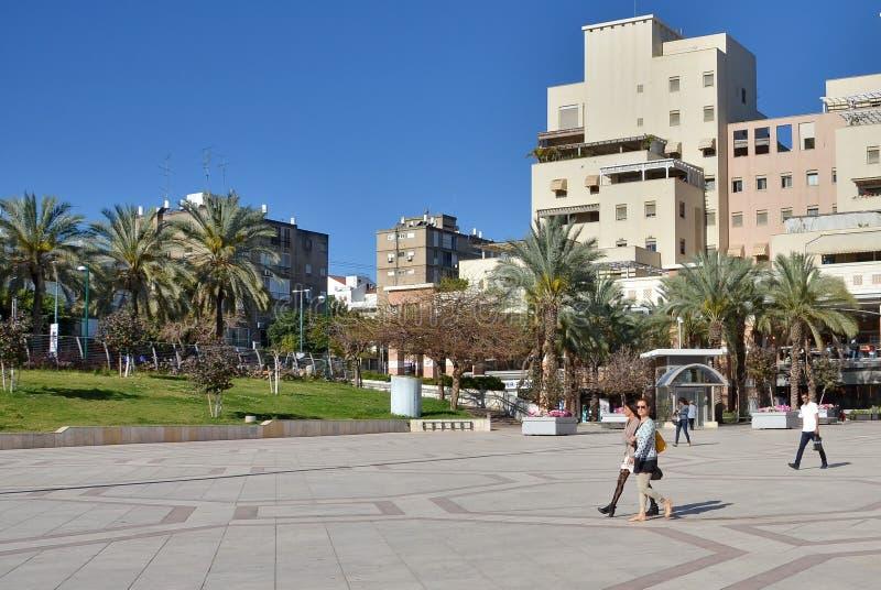 Einkaufszentrum im Freien in Kfar Saba, Israel lizenzfreie stockbilder
