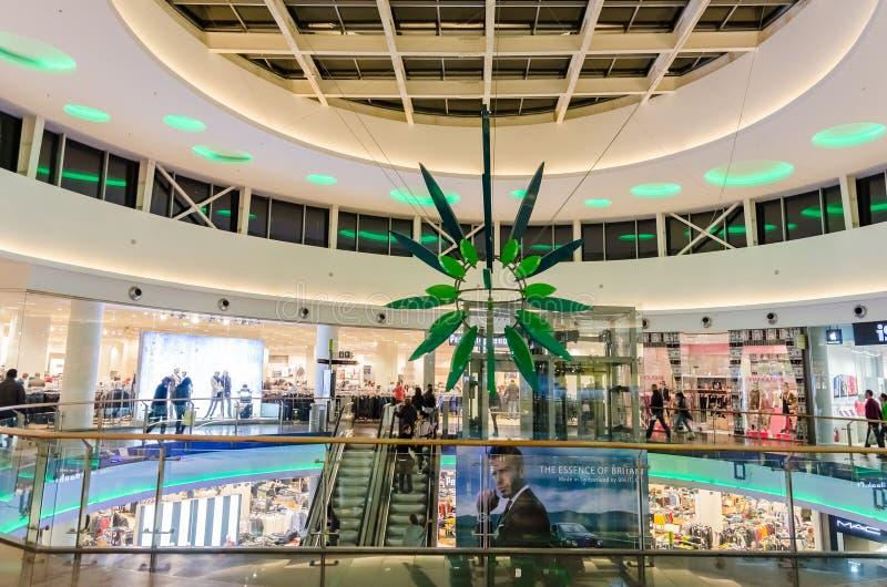 Einkaufszentrum-Innenraum lizenzfreies stockbild