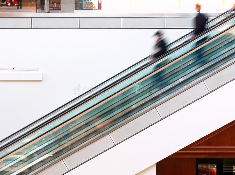 Einkaufszentrum-Rolltreppe lizenzfreie stockfotos