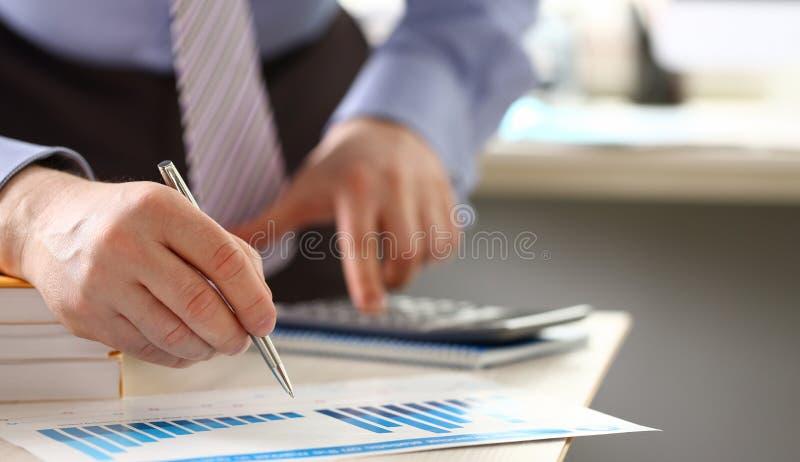Einkommens-Geld-Berechnungs-Barausgabe-Sachkenntnis stockbilder