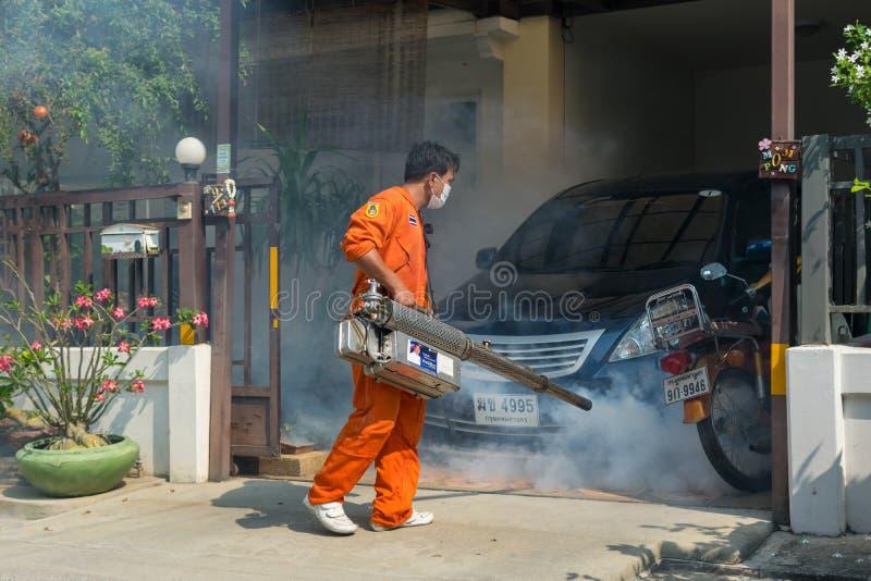 Einnebelung des DDT-Spray-Tötungsmoskitos lizenzfreie stockfotos