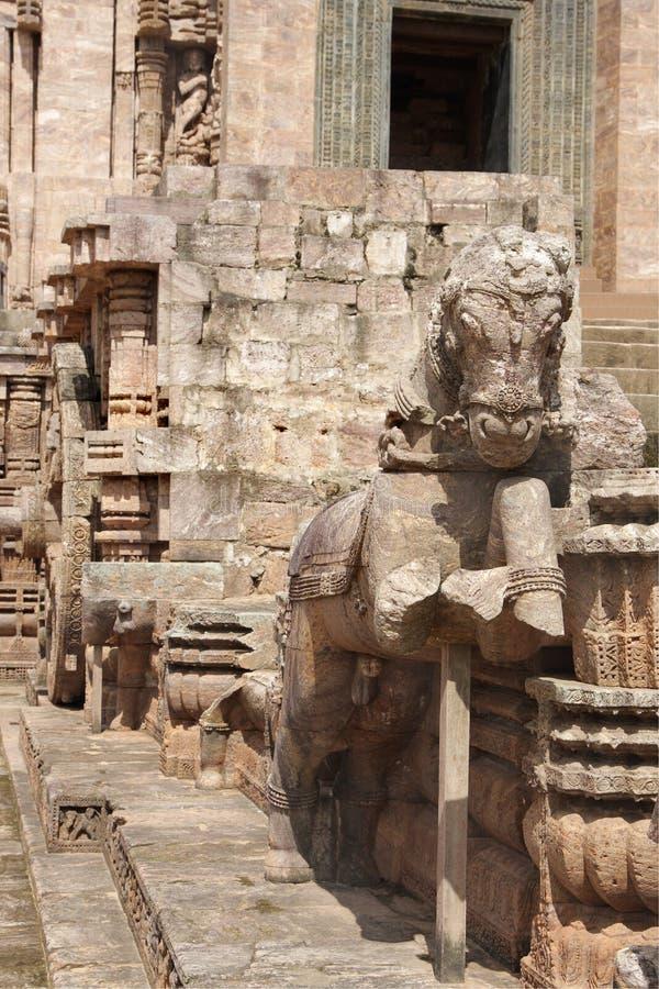 Eins der Pferde, die den Chariot ziehen, formen Tempel lizenzfreies stockbild