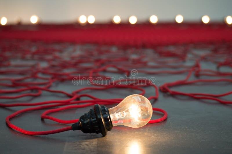 Einsame Glühlampe stockfoto